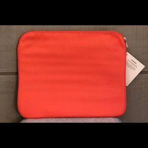 Thirty-One Savvy Sleeve - Calypso Coral Pebble